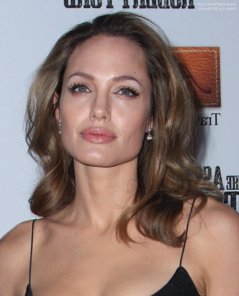 Angelina Jolie | Easy Maintenance Long Hairstyle With Soft Waves With Angelina Jolie Short Hairstyles (View 15 of 25)