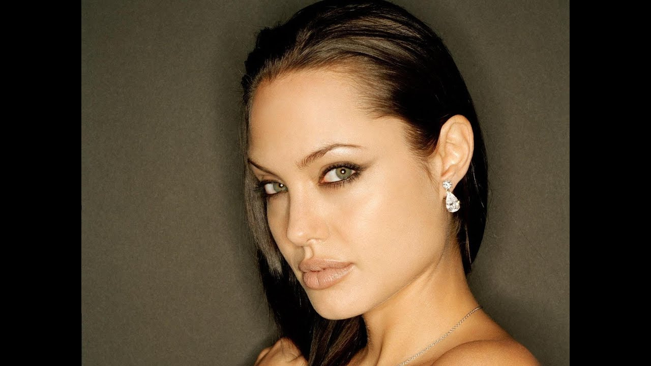 Angelina Jolie Hairstyles – Youtube Within Angelina Jolie Short Hairstyles (View 14 of 25)