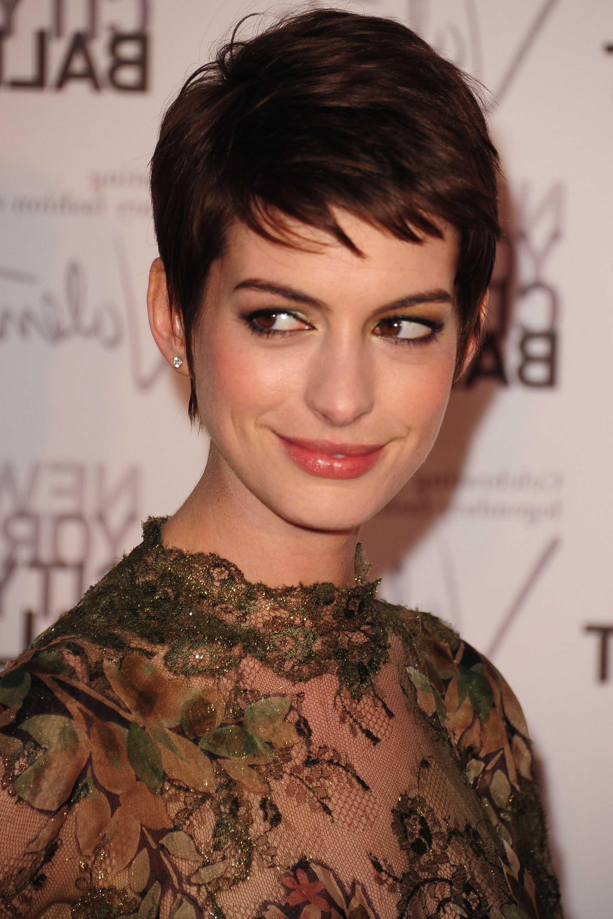 Anne Hathaway | Celebrities In Disgrace Throughout Anne Hathaway Short Haircuts (Gallery 24 of 25)