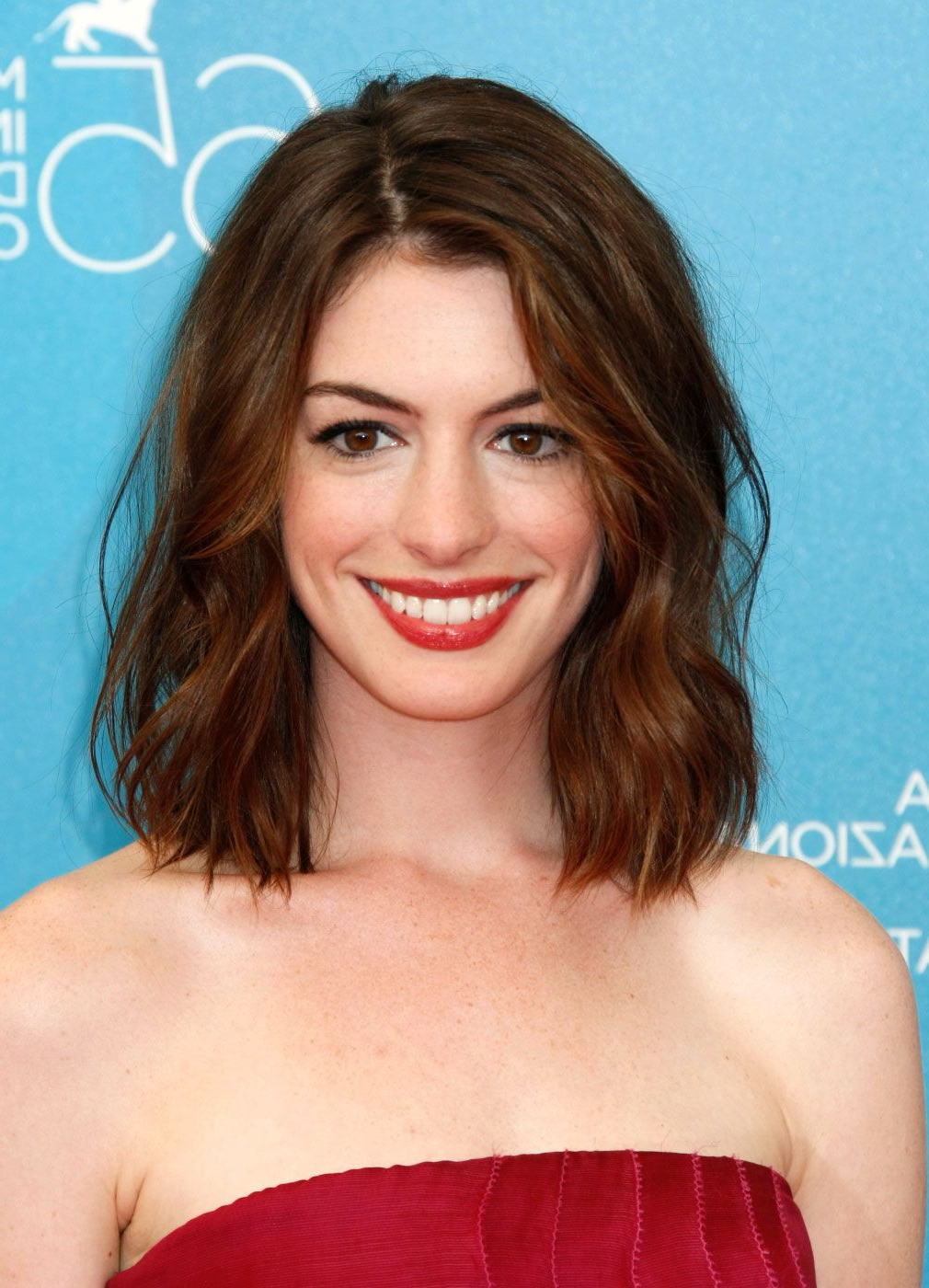 Anne Hathaway Hair – Google Search | Hair | Pinterest | Anne Pertaining To Anne Hathaway Short Haircuts (View 5 of 25)
