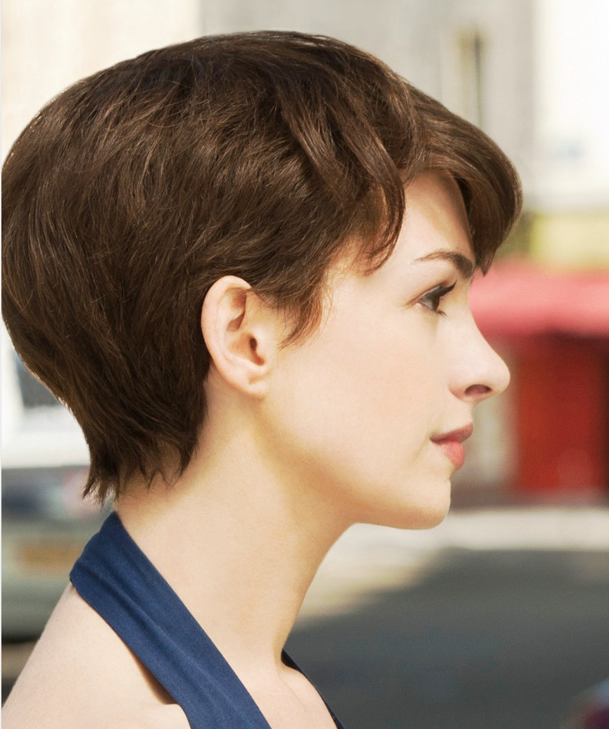 Anne Hathaway Haircuts | Rainbow Carpet Girl For Anne Hathaway Short Hairstyles (Gallery 25 of 25)