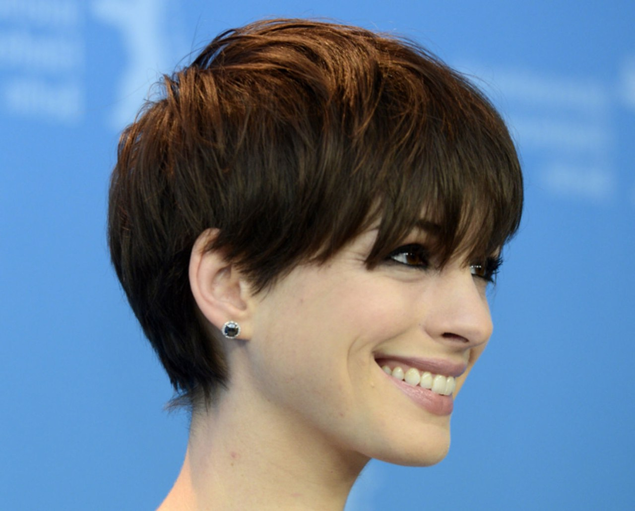 Anne Hathaway Has The Best Bangs I've Seen In A Long Time | Glamour Inside Anne Hathaway Short Haircuts (View 7 of 25)