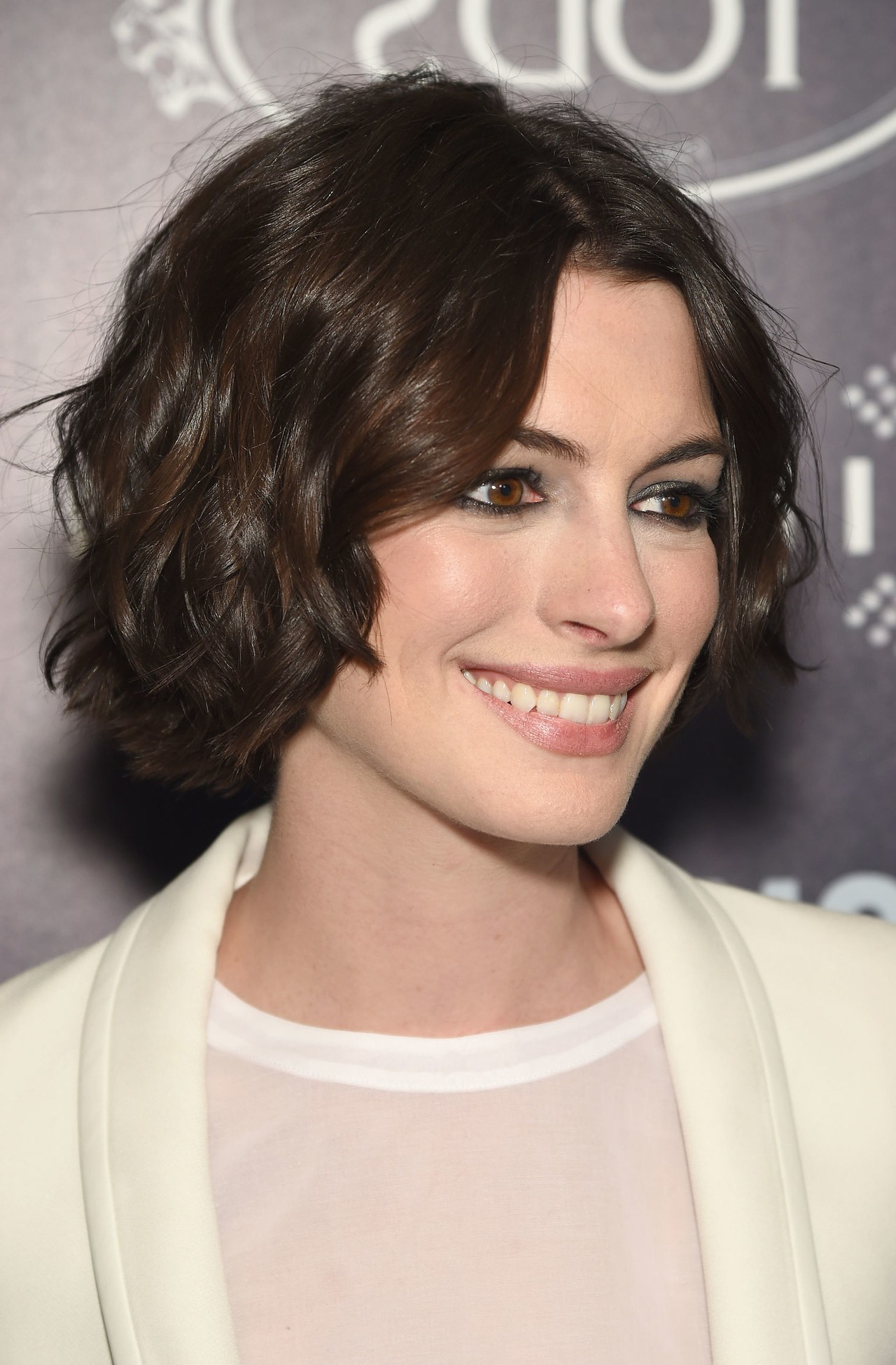 Anne Hathaway Perfects The Short Beachy Wave Hairstyle | Glamour Within Anne Hathaway Short Haircuts (View 9 of 25)