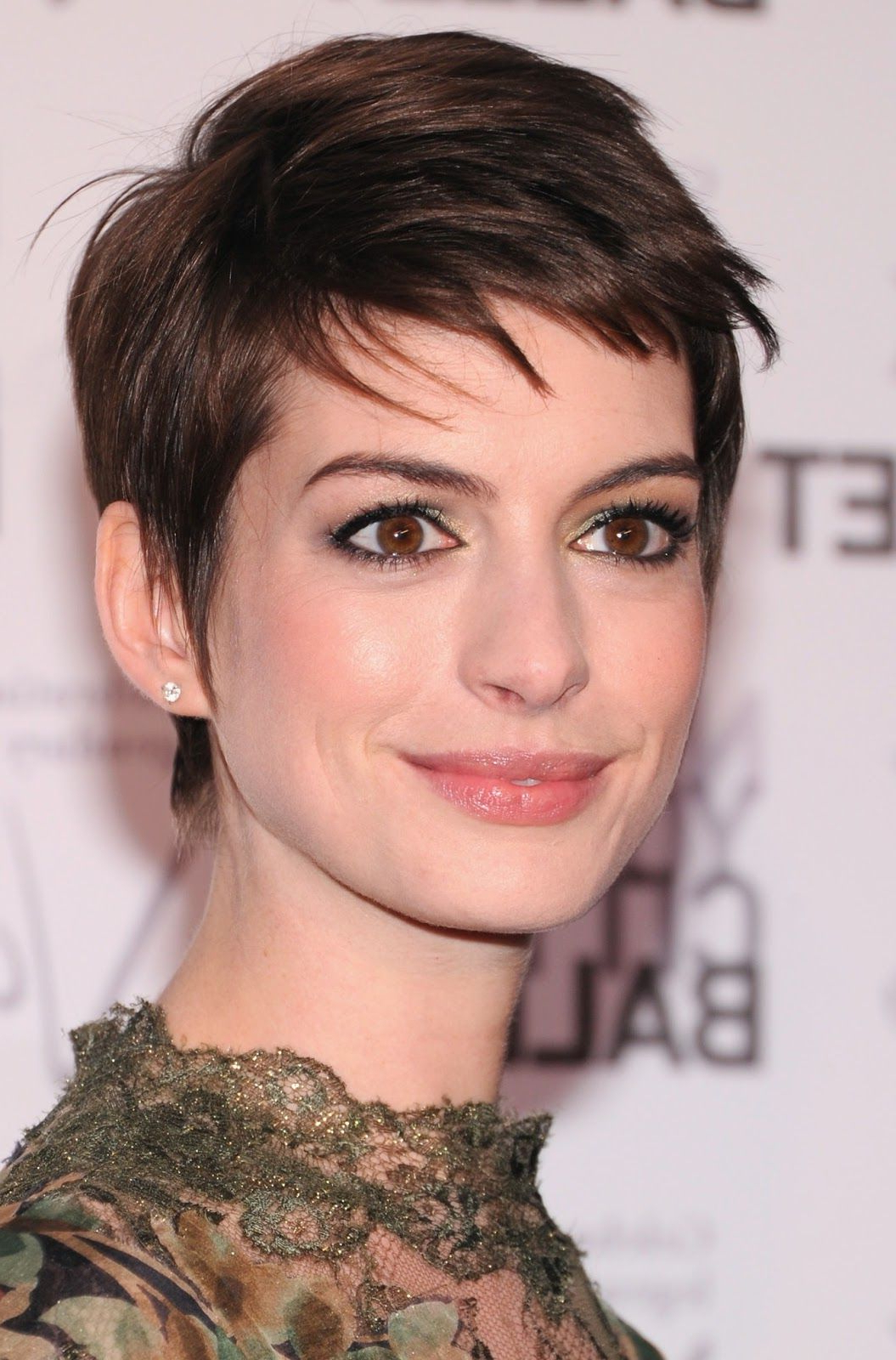 Anne Hathaway Short And Sleek Haircuts Teen Girls Short Hairstyles Inside Anne Hathaway Short Hairstyles (Gallery 1 of 25)