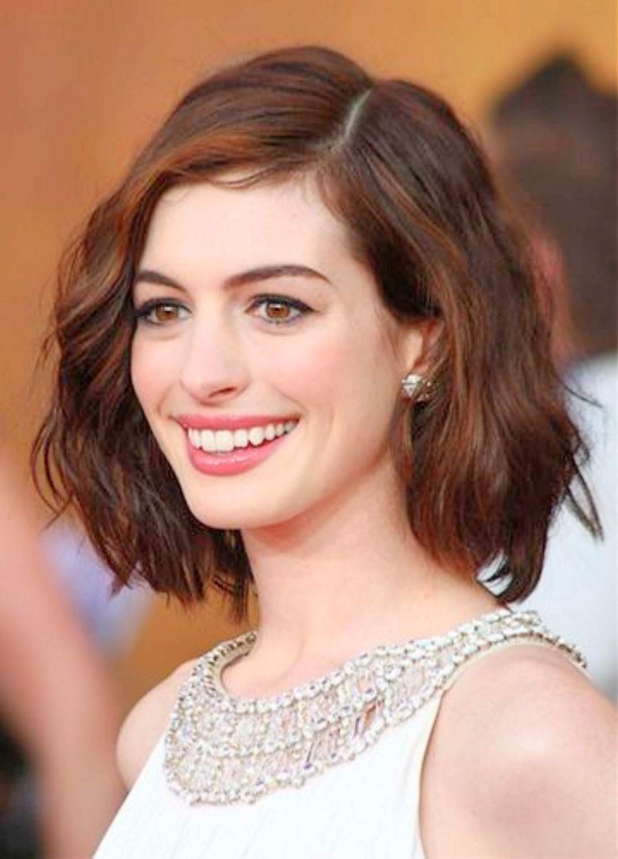 Anne Hathaway Short Wavy Hairstyles Anne Hathaway Wavy Haircut Regarding Anne Hathaway Short Haircuts (Gallery 4 of 25)