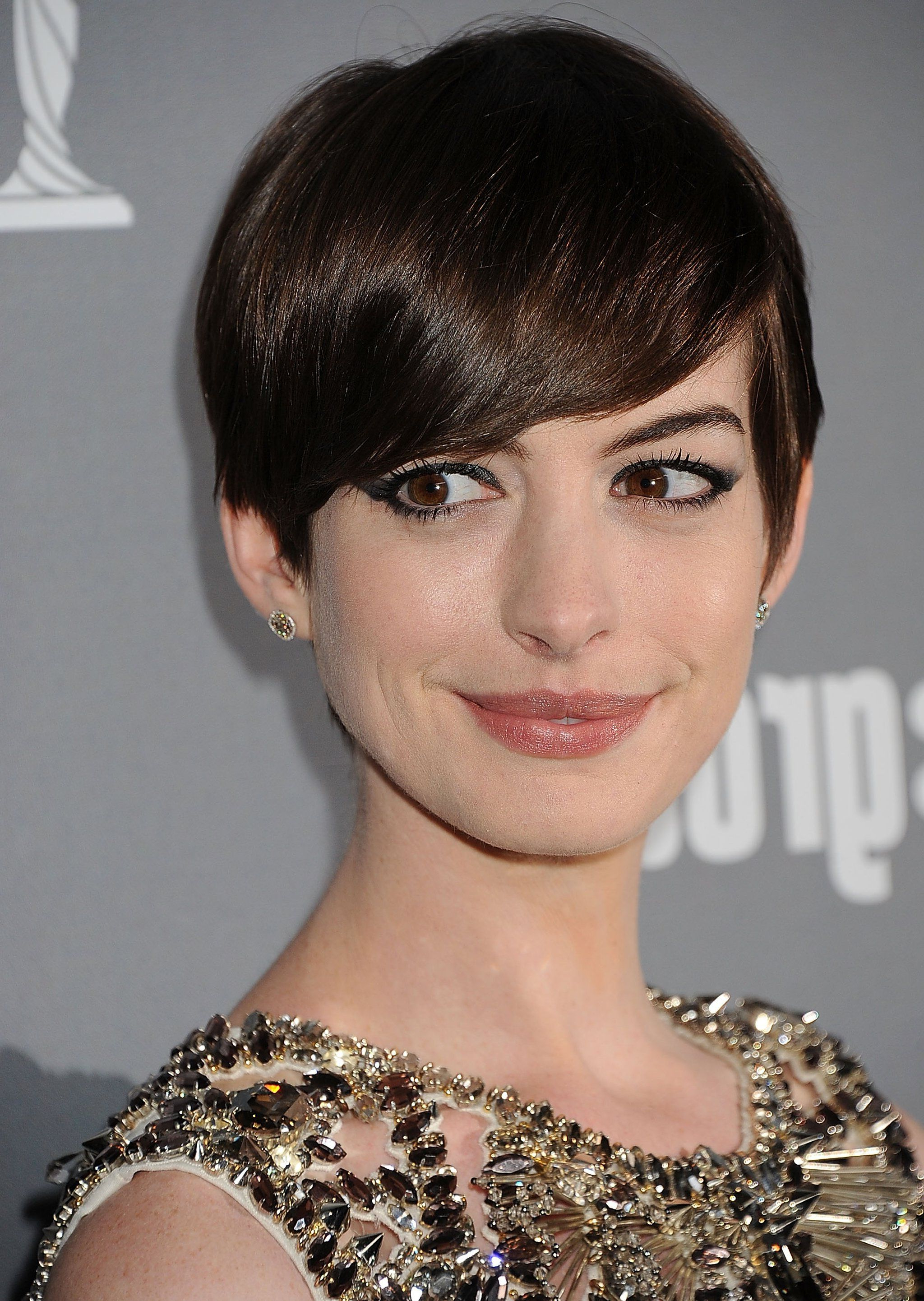 Anne Hathaway Shows You 10 Inventive Ways To Wear A Pixie | Haircuts Within Anne Hathaway Short Haircuts (View 14 of 25)