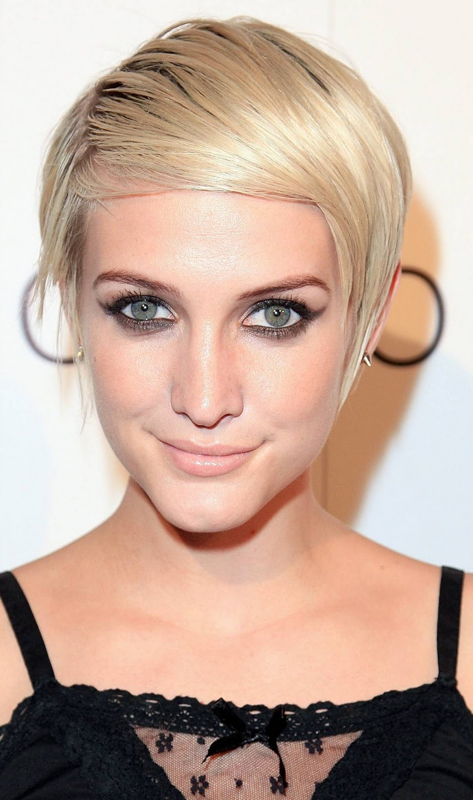 Ashlee Simpson New Pixie Hairstyle Look With Her Son | Angled Bob For Ashlee Simpson Short Hairstyles (Gallery 9 of 25)