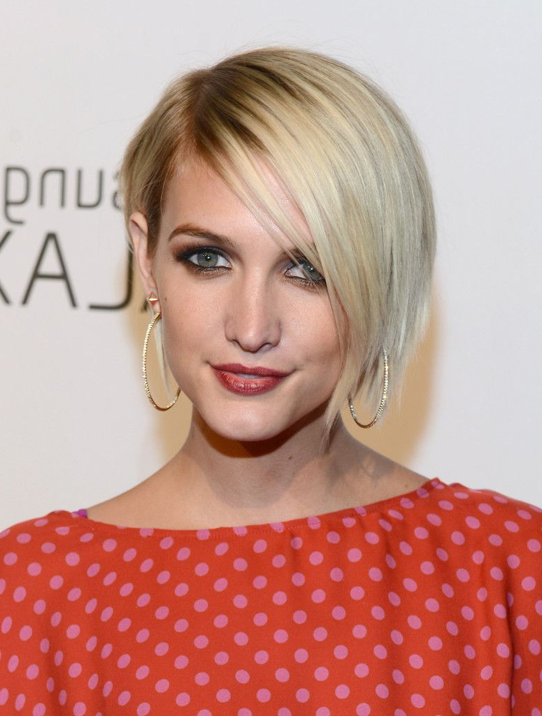 Ashlee Simpson Side Parted Straight Cut | Ashlee Simpson, Straight With Regard To Ashlee Simpson Short Hairstyles (Gallery 2 of 25)