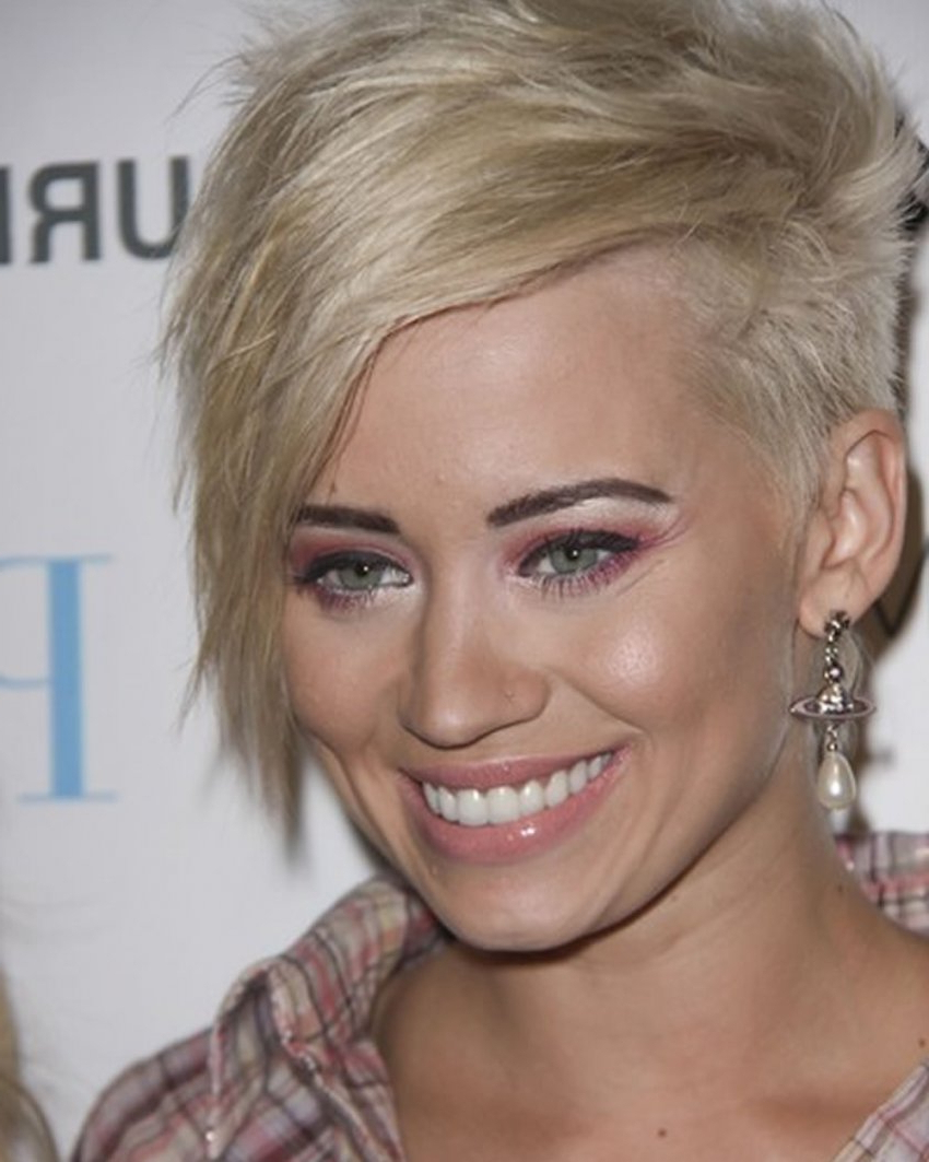 Featured Photo of Asymmetric Short Haircuts