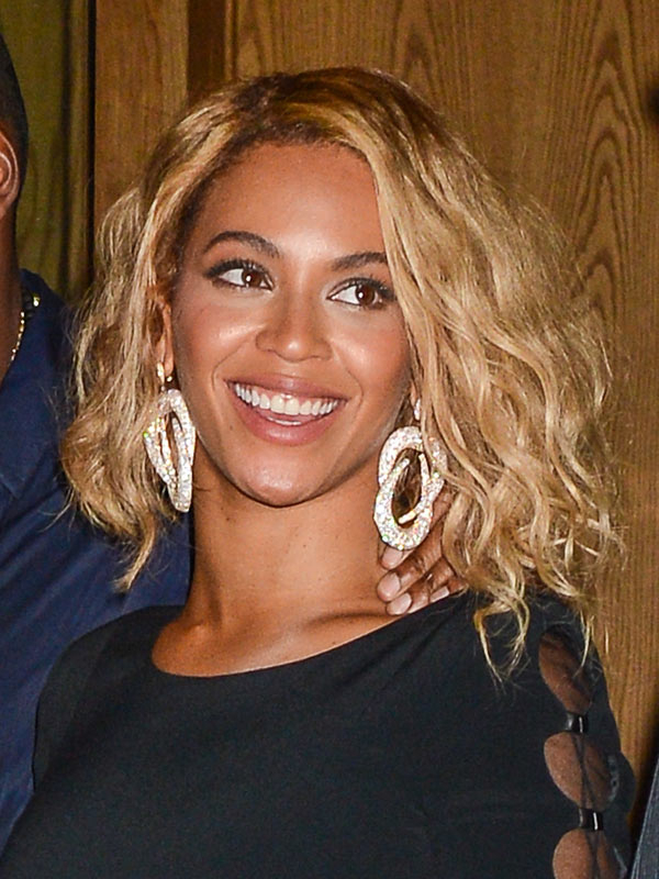 Beyonce's Bob Haircut — Get The Sexy Tousled Look – Hollywood Life Pertaining To Tousled Wavy Bob Haircuts (View 15 of 25)