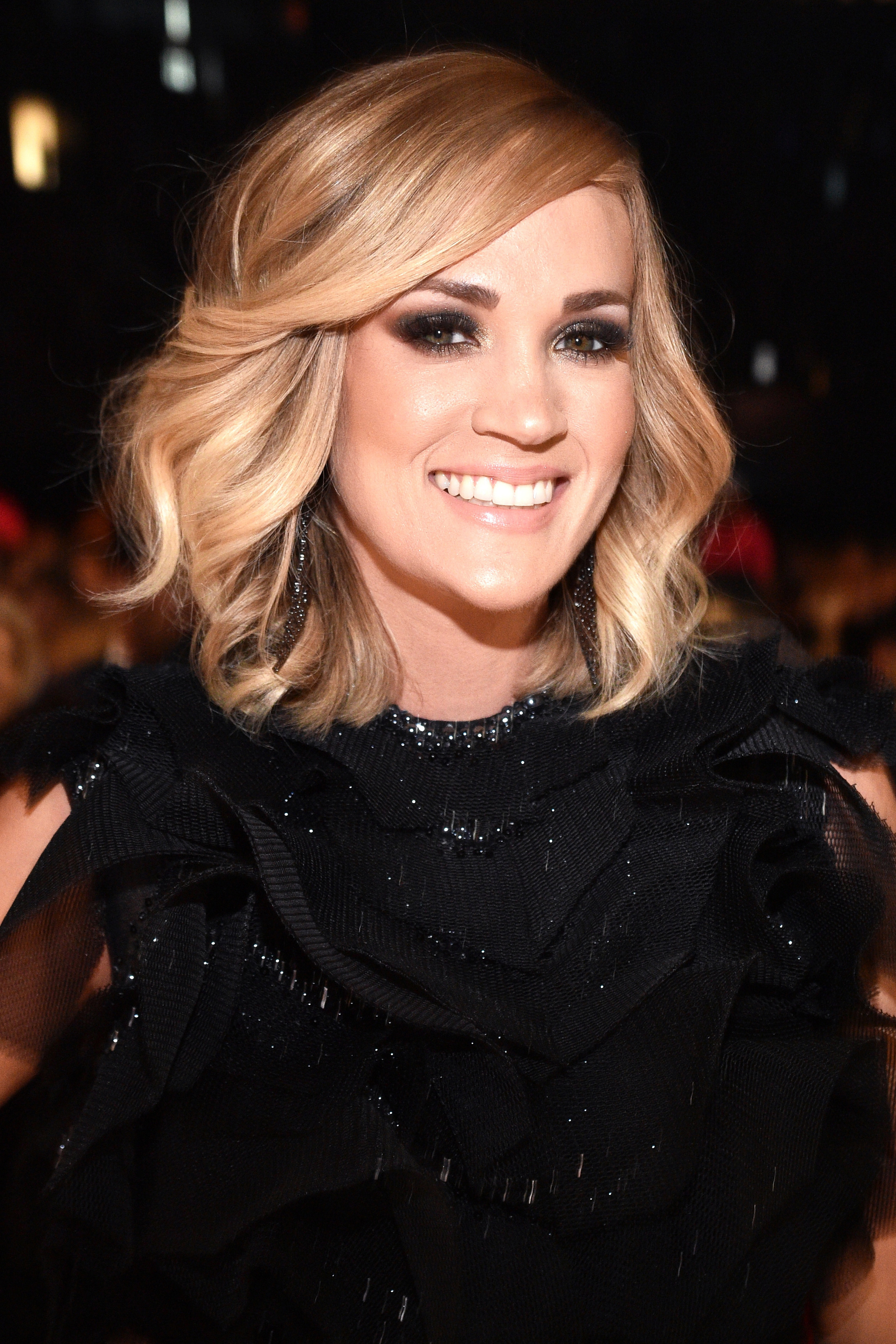 Carrie Underwood Shares A New Selfie Post Fall | Instyle With Carrie Underwood Short Haircuts (View 21 of 25)