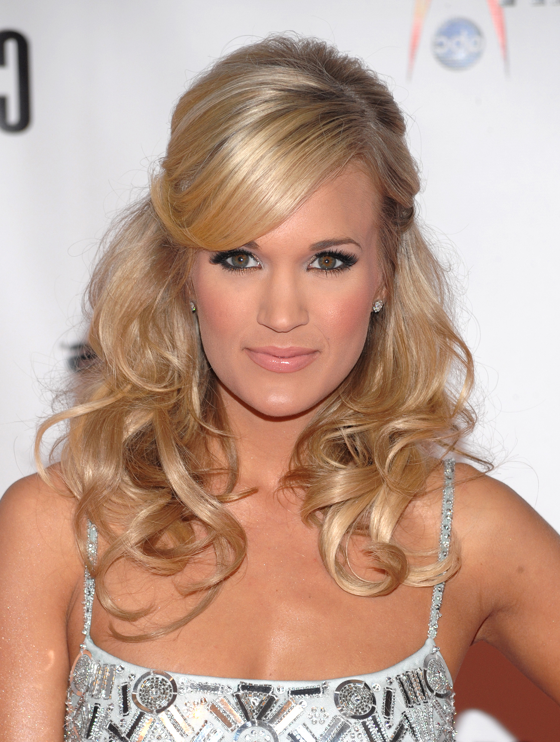 Carrie Underwood's Hair Evolution For Carrie Underwood Short Haircuts (View 14 of 25)