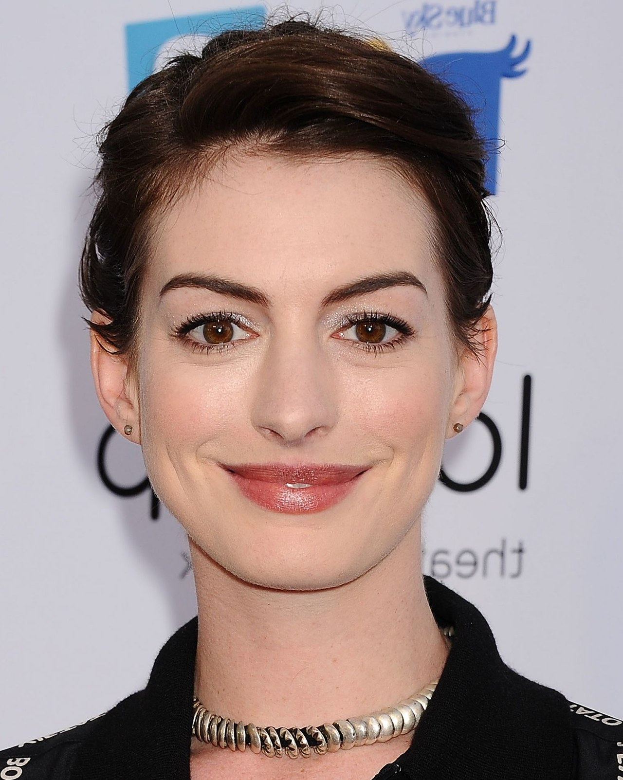 Celebrity Hairstyle Idea: Anne Hathaway's Updo For Short Hair That's Intended For Anne Hathaway Short Haircuts (View 20 of 25)