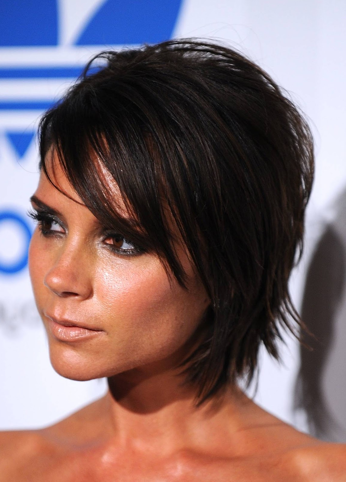 Celebrity Hairstyle: Victoria Beckham Medium Haircut (View 5 of 25)