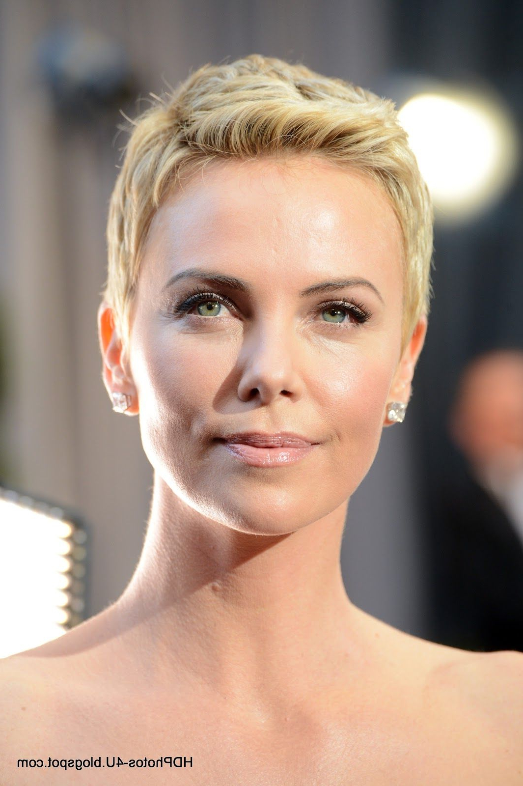 Celebrity Photos: Charlize Theron In Oscars Academy Award – Hd For Charlize Theron Short Haircuts (View 9 of 25)