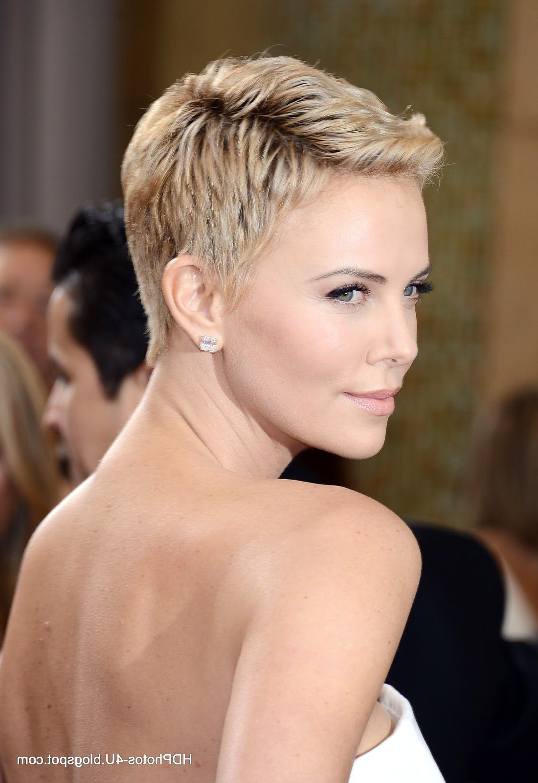 Celebrity Photos: Charlize Theron In Oscars Academy Award – Hd With Regard To Charlize Theron Short Haircuts (View 20 of 25)