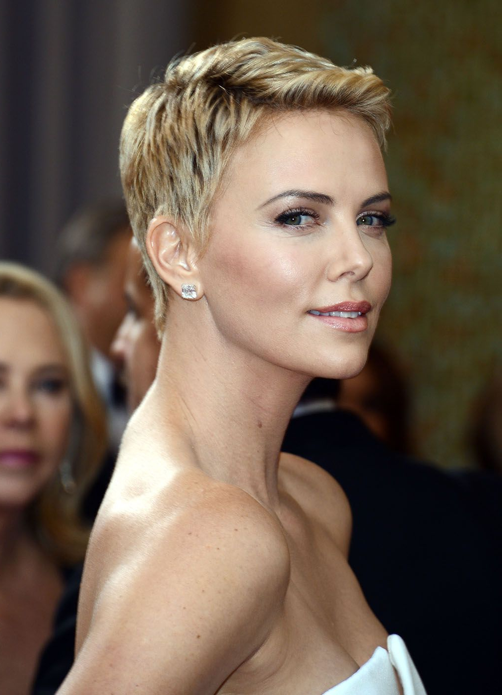 Charlize Theron Hair   Short Hair From Our Most Glamorous With Charlize Theron Short Haircuts (View 4 of 25)