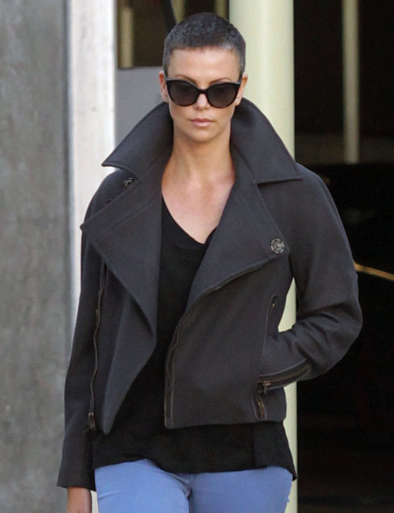 Charlize Theron Short Hair 03 – Gotceleb With Charlize Theron Short Haircuts (View 25 of 25)