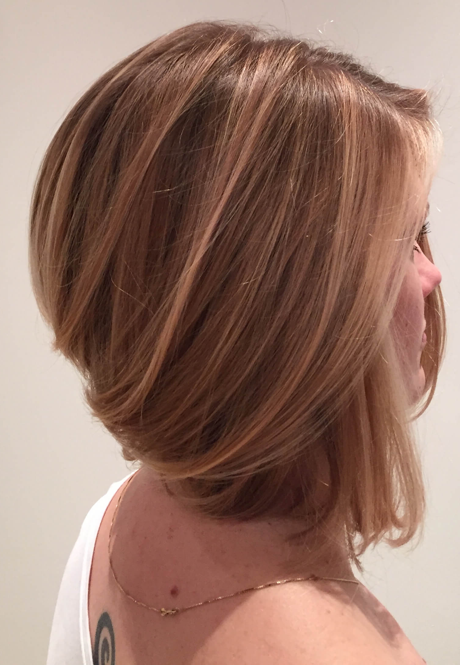 Concave Bob Haircuts – 8 Sexiest Cuts You Have To Try In Inverted Brunette Bob Hairstyles With Messy Curls (View 18 of 25)