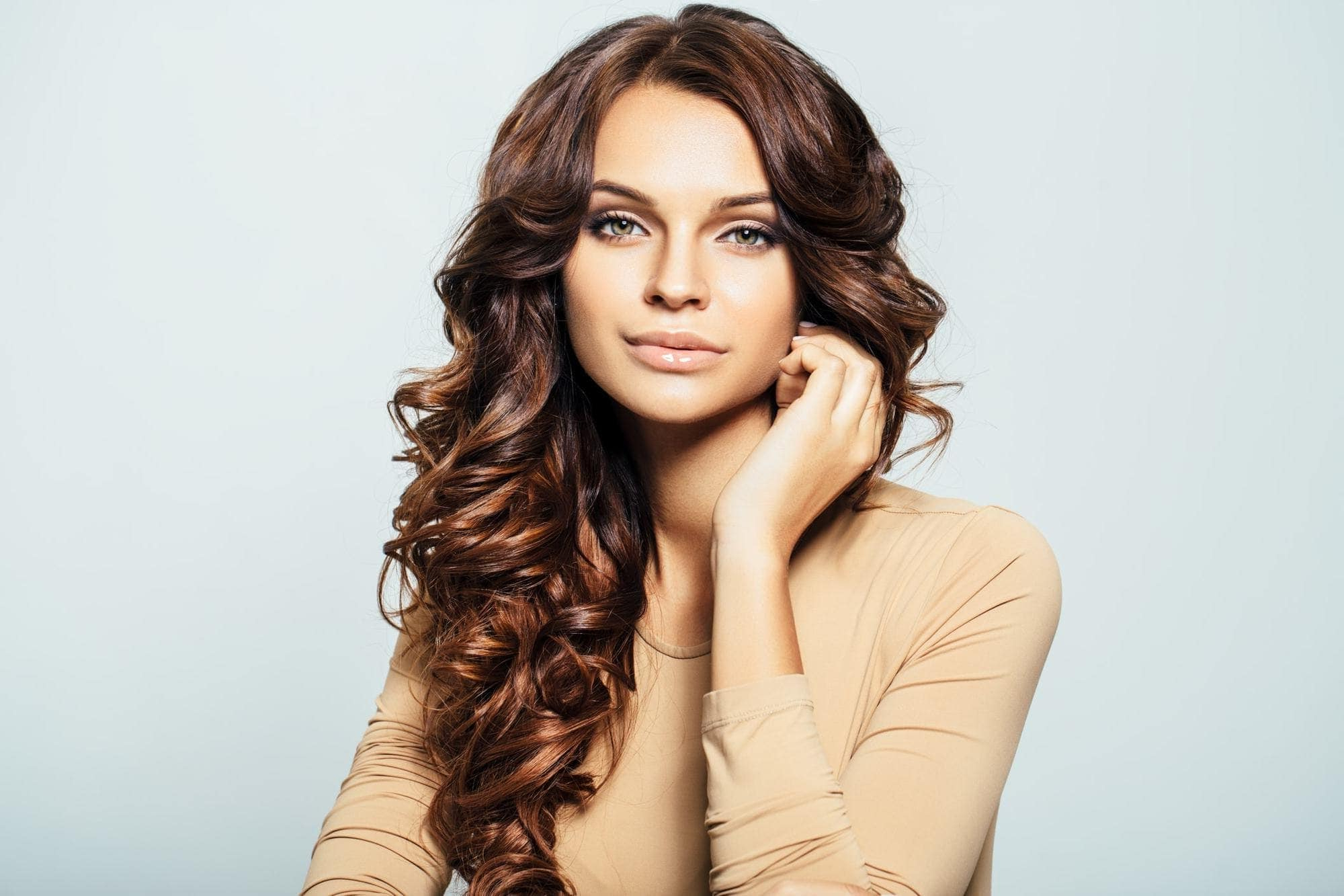 Curly Hair With Highlights: 12 Looks That Help You Lighten Up With Style Intended For Brown Curly Hairstyles With Highlights (View 8 of 25)
