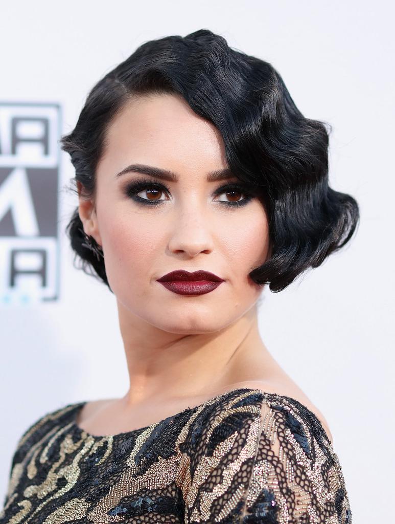 Demi Lovato Finger Wave – Demi Lovato Short Hairstyles Lookbook For Demi Lovato Short Hairstyles (Gallery 19 of 25)