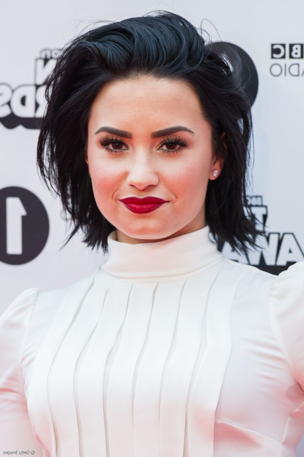 Demi Lovato Goes High Glam: Get Her Red Lipstick + Xxl Lashes Makeup! Regarding Demi Lovato Short Hairstyles (View 21 of 25)