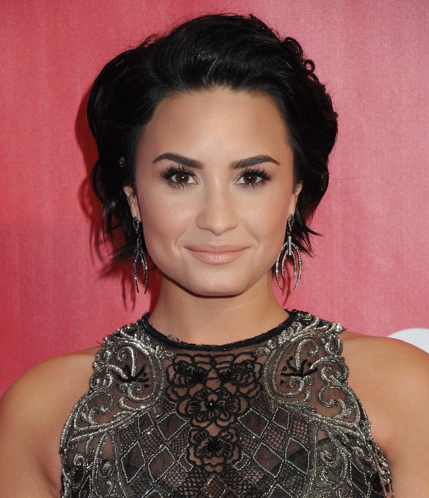 Demi Lovato: Rocker Short Hair | Celebrity Haircuts For Autumn 2016 In Demi Lovato Short Haircuts (View 19 of 25)