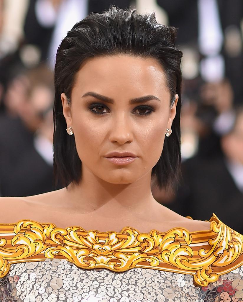 Demi Lovato Short Hairstyles – Demi Lovato Hair – Stylebistro Inside Demi Lovato Short Haircuts (View 16 of 25)
