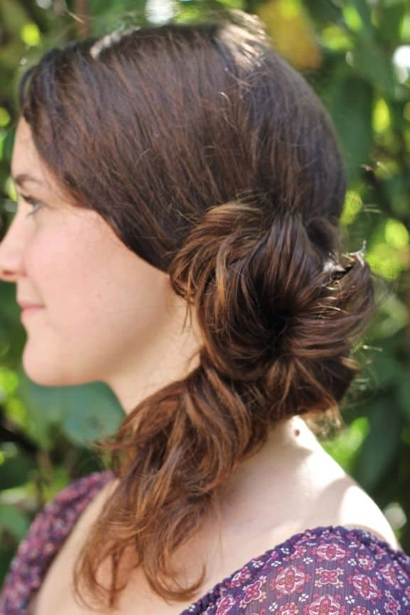 Diy Messy Side Ponytail – Hello Glow With Messy Side Ponytails (View 8 of 25)