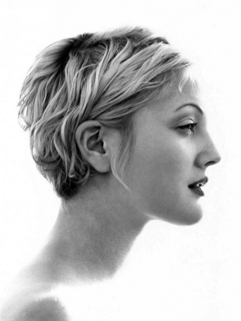 Drew Barrymore. She Has Her Famous Grandfather's Profile. | Short Inside Drew Barrymore Short Haircuts (Gallery 2 of 25)