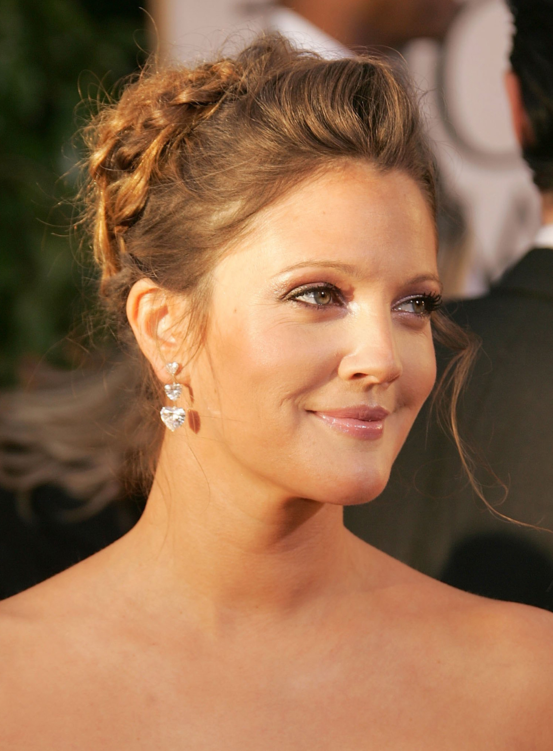 Drew Barrymore's Hair Evolution Within Drew Barrymore Short Haircuts (View 20 of 25)