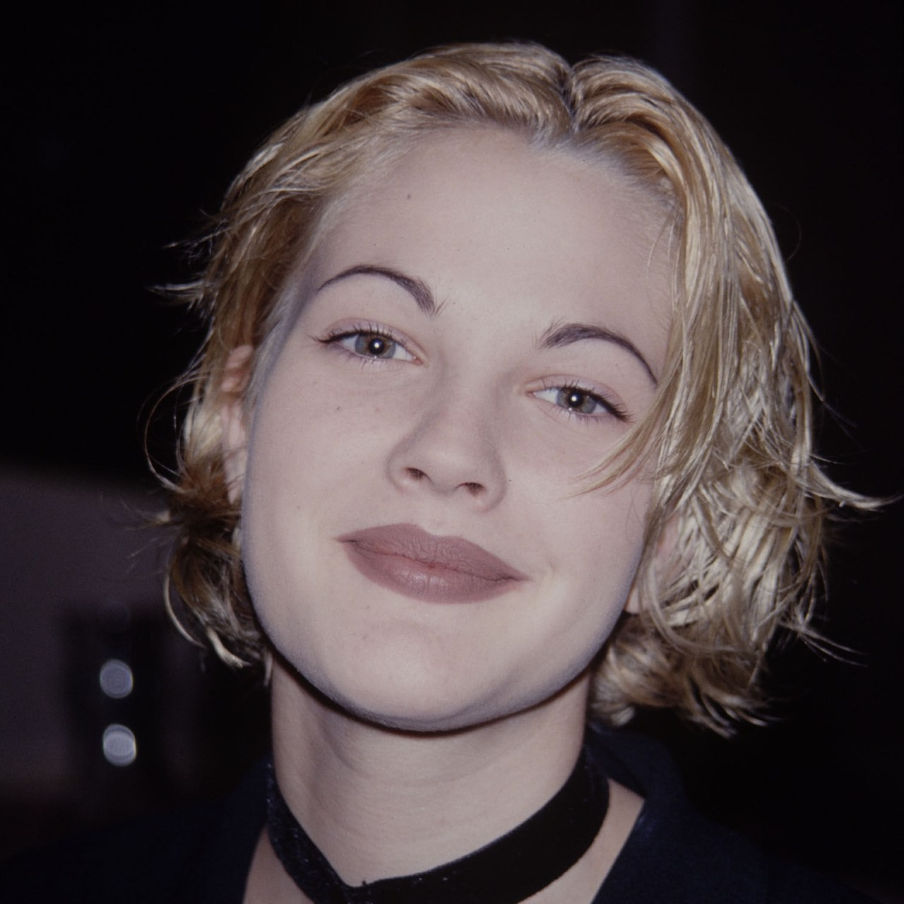 Drew Barrymore's Thin Eyebrows Were So Hot In The '90S | Glamour In Drew Barrymore Short Haircuts (Gallery 4 of 25)