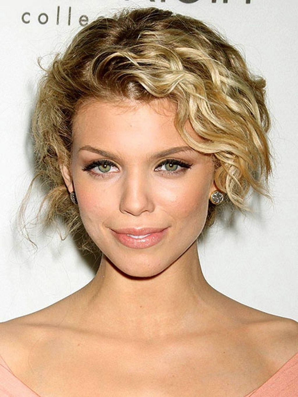 ? 24+ Fresh Short Hairstyles For Wavy Hair: Tag: Short Hairstyles Regarding Short Haircuts For Wavy Hair And Round Faces (View 4 of 25)
