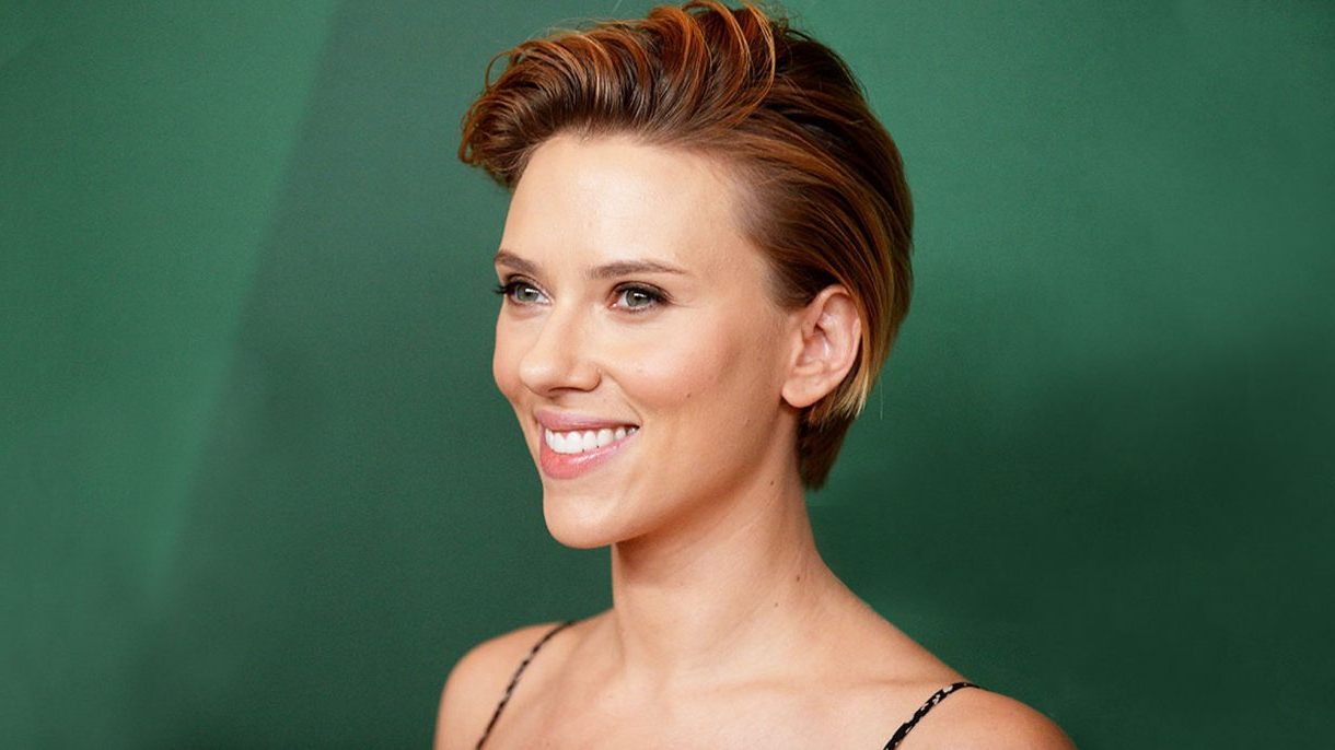 Easy Short Summer Hairstyles To Try Now | Hairdrome In Scarlett Johansson Short Hairstyles (View 20 of 25)