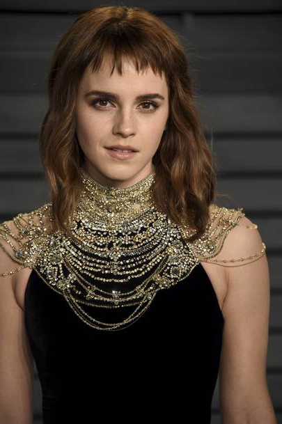 Emma Watson Hair & Haircuts – Bob, Pixie Crop, Up Dos | British Vogue Inside Lip Length Tousled Brunette Bob Hairstyles (View 21 of 25)