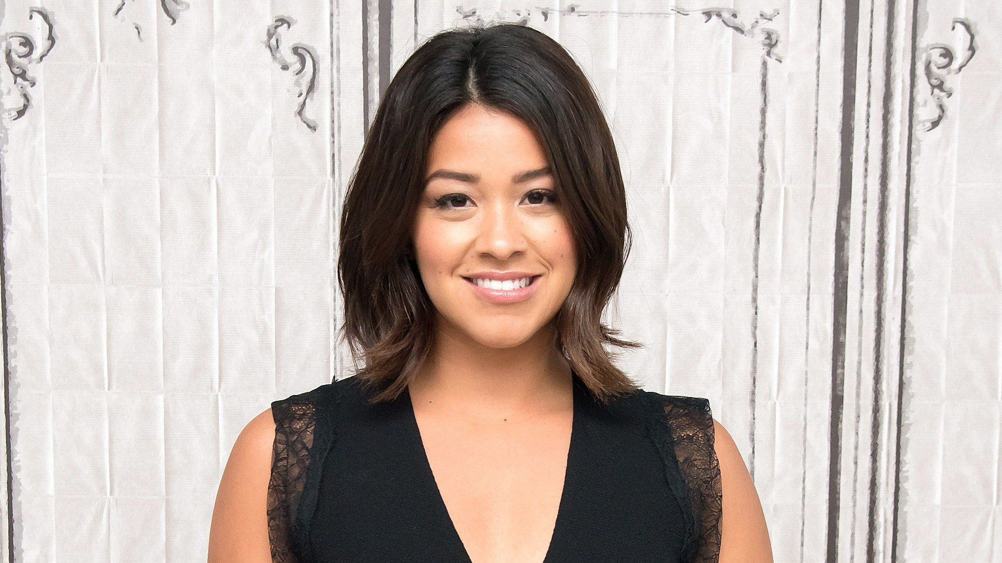 Gina Rodriguez's Hairstylist On Growing Out Short Hair The Right Way Inside Kelly Clarkson Short Hairstyles (Gallery 22 of 25)