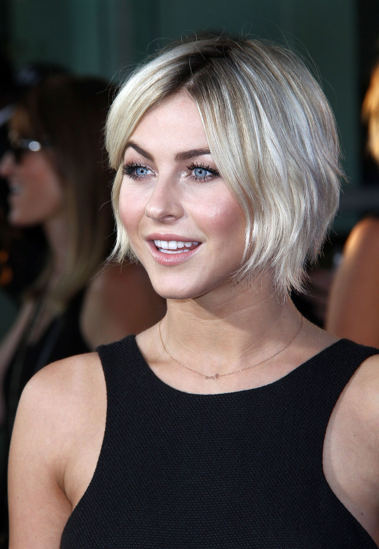 Growing Out Your Short Hair? Julianne Hough Has Found The Perfect For Julianne Hough Short Haircuts (Gallery 2 of 25)