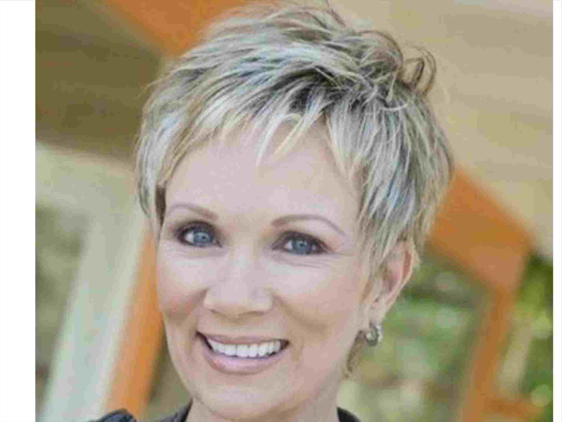 Hairstyle Thin And Rhnewhairstylegallerycom Best Short Haircuts For Pertaining To Medium To Short Haircuts For Thin Hair (View 24 of 25)