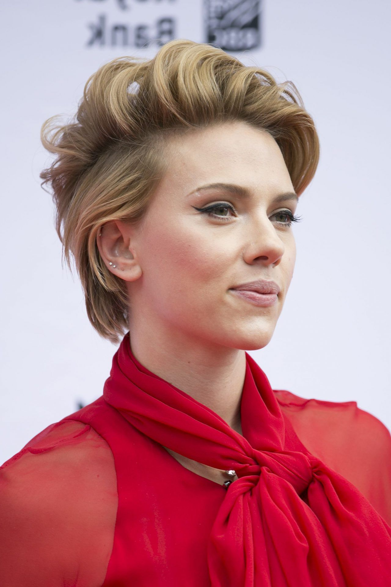 Hairstyles For Short Hair That'll Inspire You To Chop Off Your Locks Throughout Scarlett Johansson Short Hairstyles (View 25 of 25)