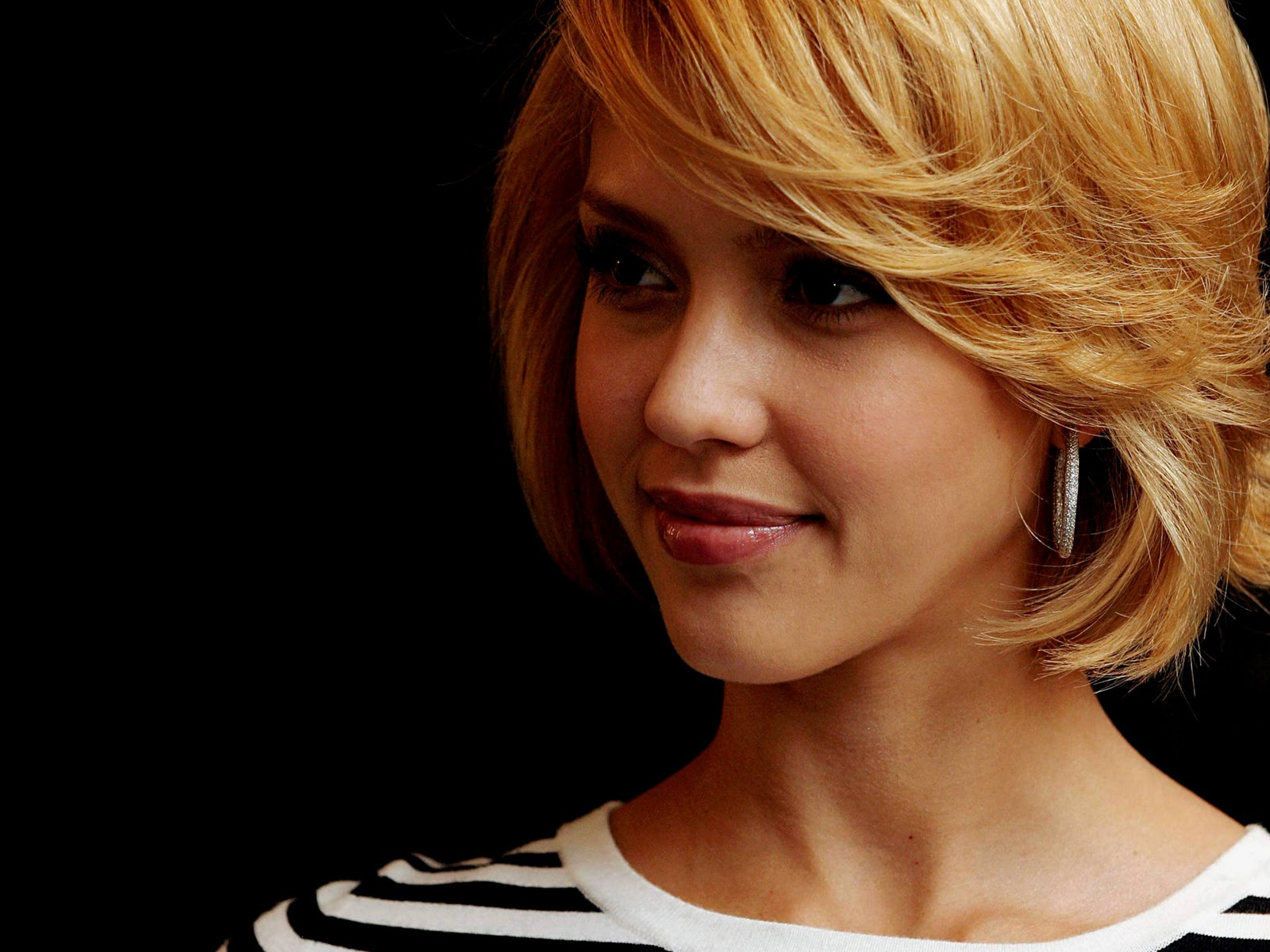 Hollywood Actress Jessica Alba Always Changing – Online News Icon With Jessica Alba Short Hairstyles (View 4 of 25)