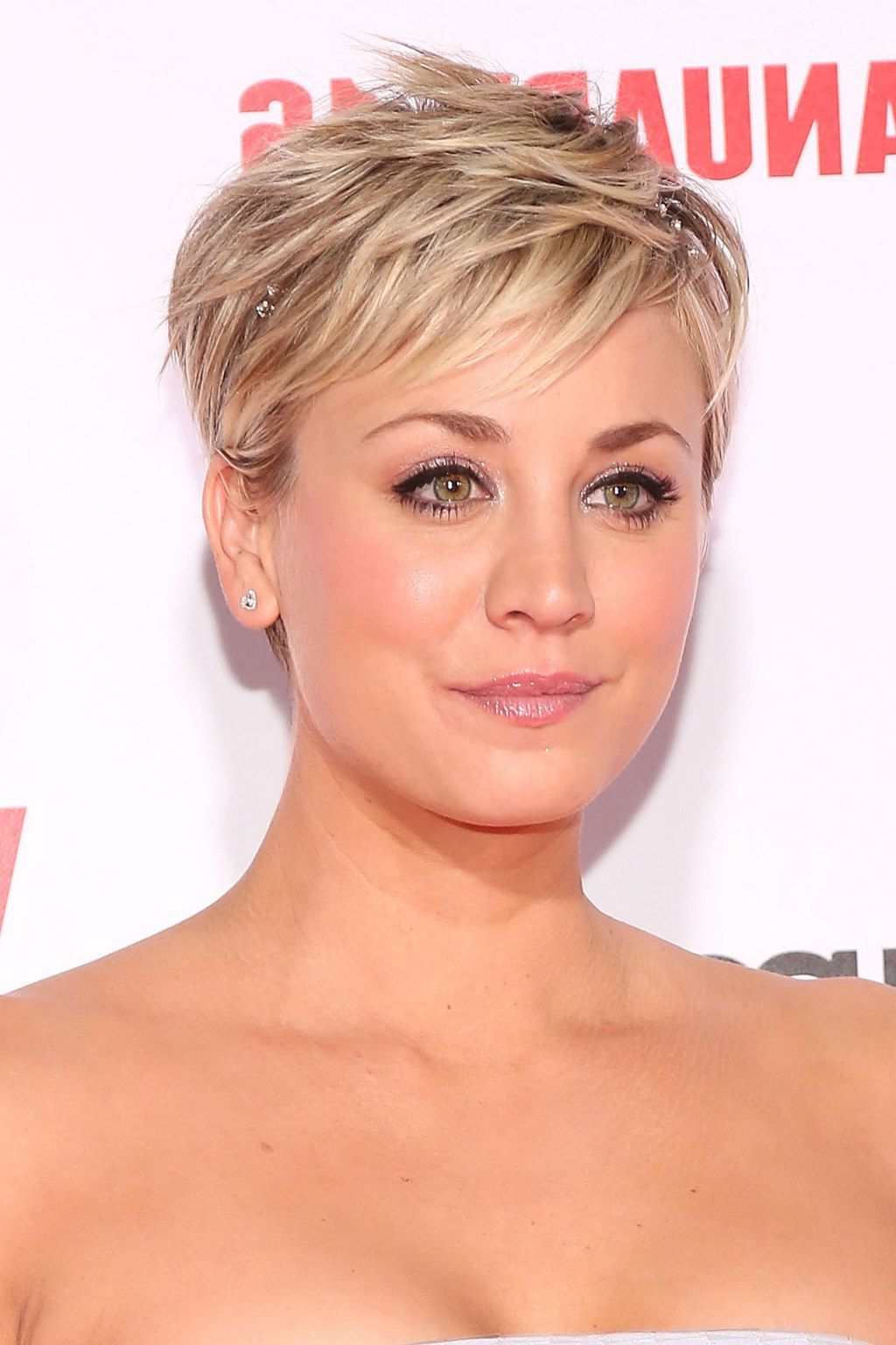 Featured Photo of Kaley Cuoco Short Hairstyles