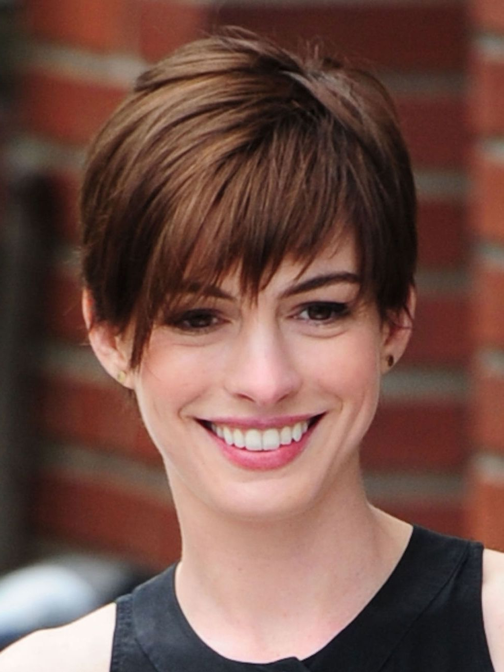 Featured Photo of Anne Hathaway Short Haircuts