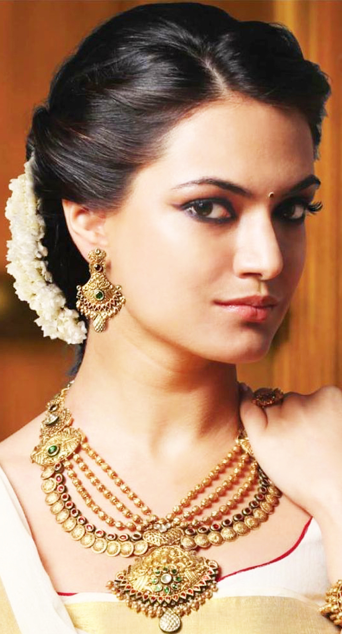 Indian Bridal Hairstyles For Short & Medium Hair | Fashionspick Pertaining To Short Hairstyles For Indian Wedding (View 15 of 25)