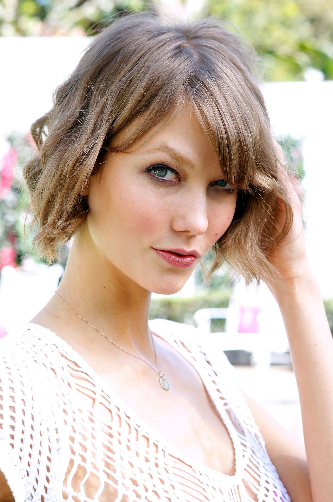Is Short Hair Sexy? Apparently Some Victoria's Secret Fans Feel It's With Karlie Kloss Short Haircuts (View 10 of 25)