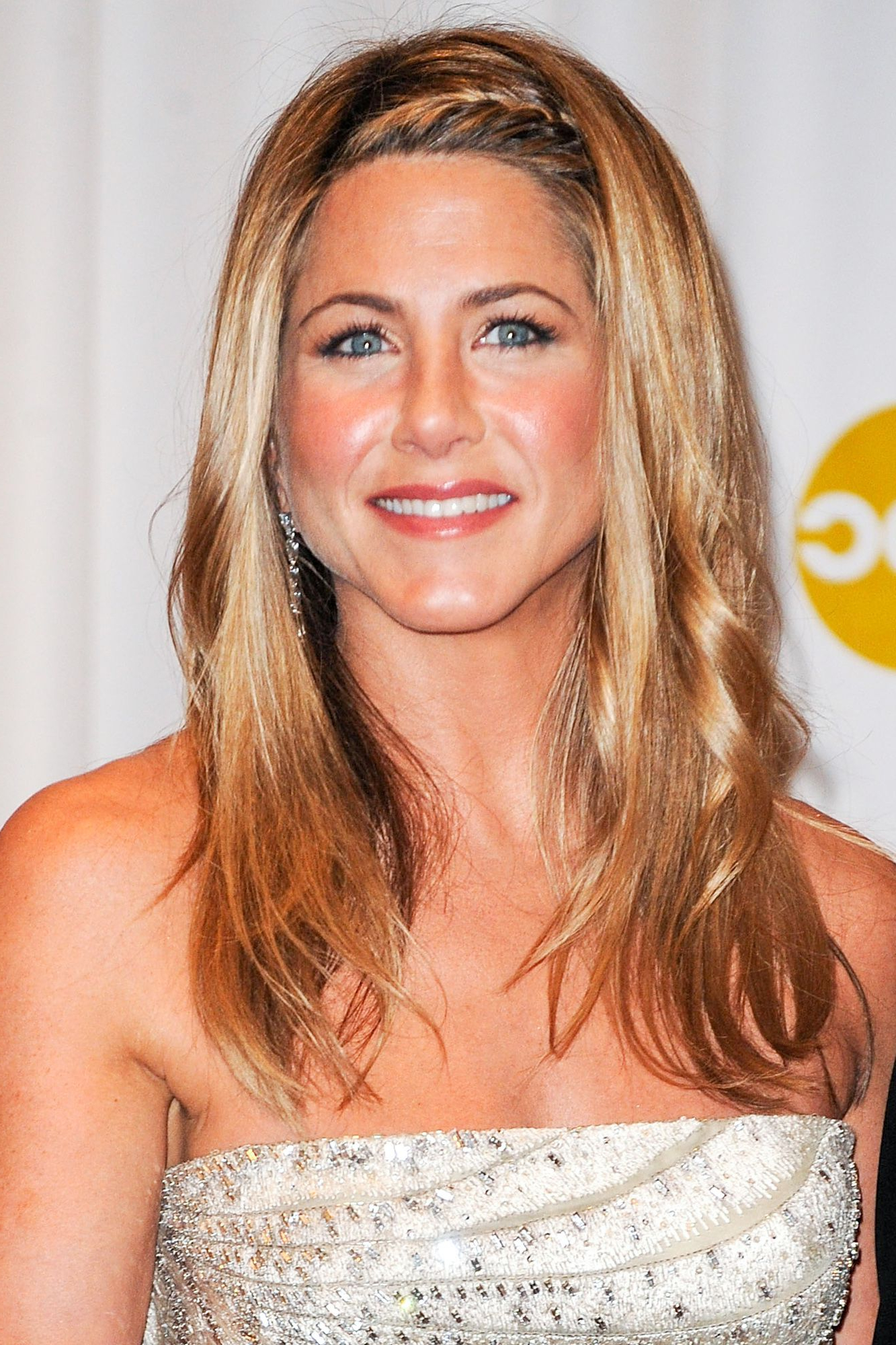 Jennifer Aniston's Best Hairstyles Of All Time - 40 Jennifer Aniston with regard to Face Framing Short Hairstyles