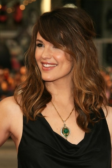 Jennifer Garner Hairstyle: Layered Long Wavy Hairstyle With Side For Wavy Ponytails With Side Bangs (View 14 of 25)