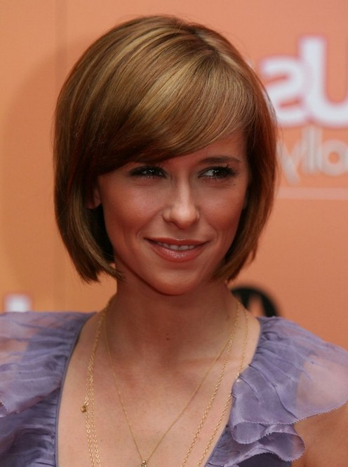 Jennifer-Love-Hewitt-Short-Rounded-Bob-Haircut-With-Side-Swept-Bangs inside Rounded Bob Hairstyles With Side Bangs
