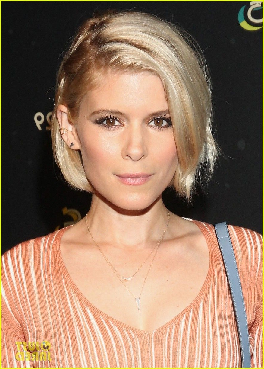 Jessica Alba & Kate Mara Check Out Refinery29's 29 Rooms!   Kate Throughout Jessica Alba Short Hairstyles (View 16 of 25)