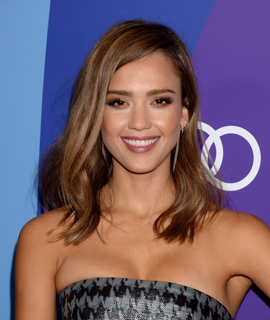 Jessica Alba Medium Wavy Cut – Jessica Alba Shoulder Length With Regard To Jessica Alba Short Hairstyles (View 9 of 25)