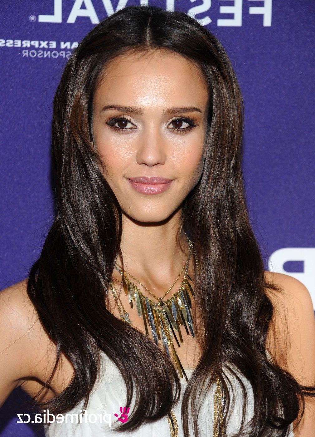 Jessica Alba With Dark Hair (View 13 of 25)